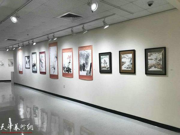 图为刘南教授助展作品