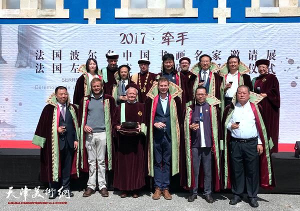 天津著名书法家马孟杰应荣获法国波尔多左岸名庄骑士勋章。