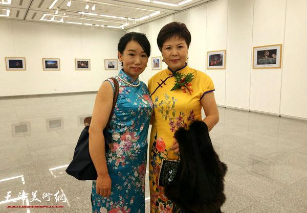 与大使夫人初庆龄在曼谷中国文化中心