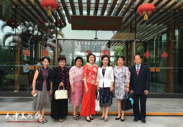 与嘉宾在曼谷中国文化中心