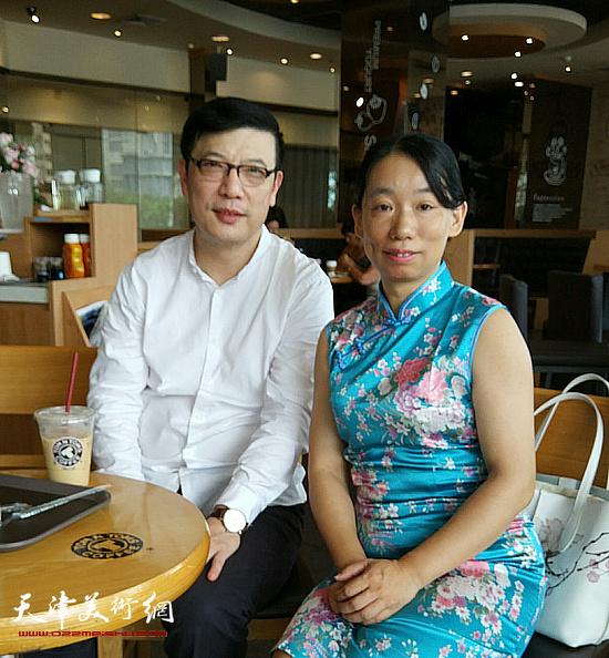 与节目主持人刘冰在曼谷