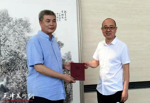 著名画家申世辉两幅山水画作被天津美术馆永久收藏