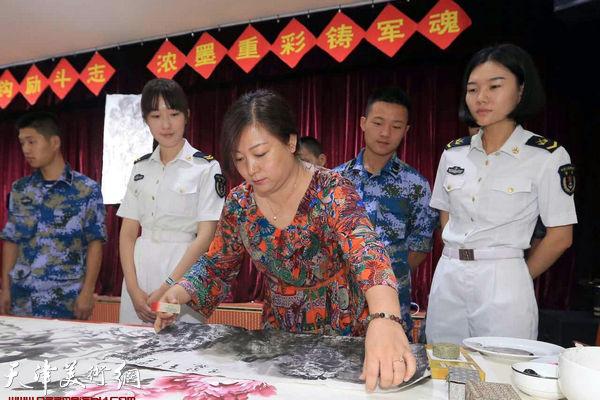 浓墨重彩铸军魂-天津书画家走进海军出版社