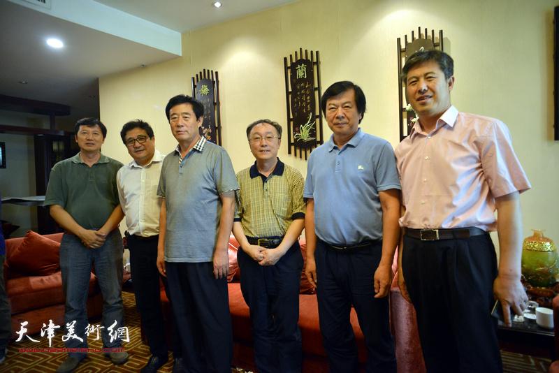 左起:张福有、商移山、周如璧、何东、史振岭、贾玉文在天津、忻州两地书画家交流现场。