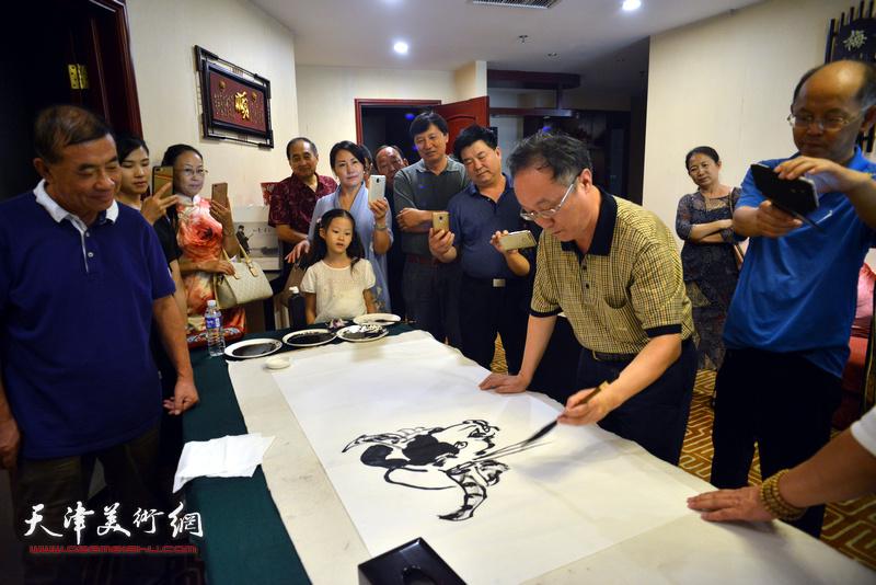 天津、忻州两地书画家交流现场。