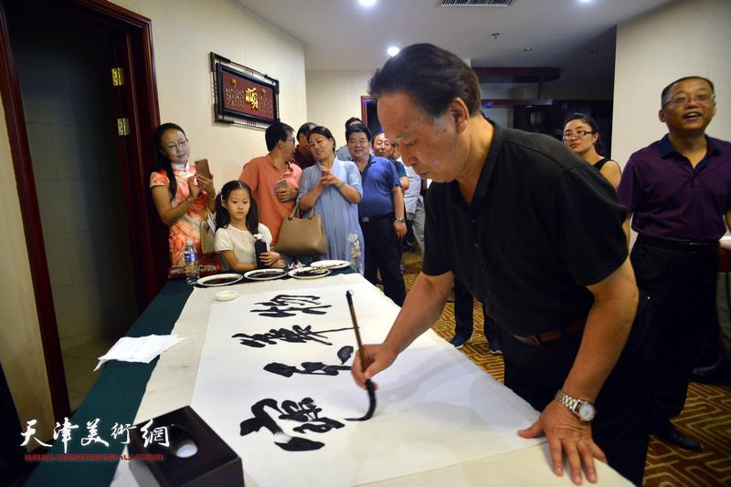 刘传光在天津、忻州两地书画家交流现场。