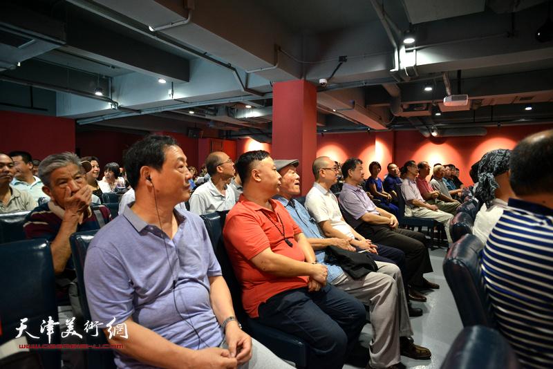 民盟天津市委举办喜迎十九大美术作品展开幕仪式现场。