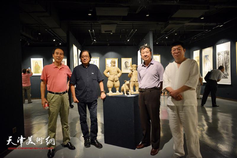 左起:马竞、景玉民、王学书、李博隽在画展现场。