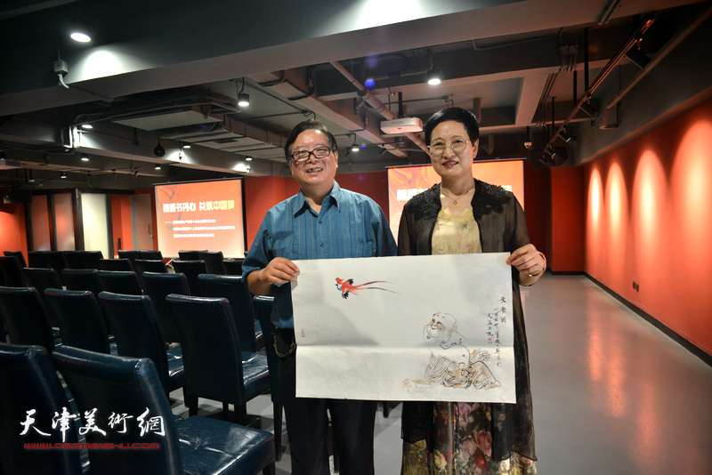 赵士英、郑少英在艺术家笔会交流现场。