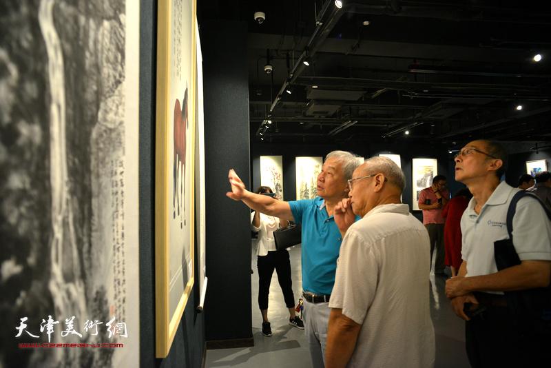 民盟天津市委举办喜迎十九大美术作品展现场。