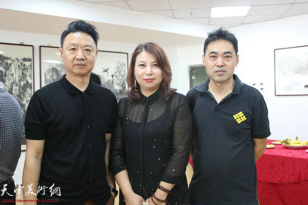 左起:李旺、张丽、高山在开幕式现场