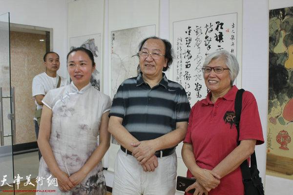 左起:高文红、王之海、刘春雨在开幕式现场
