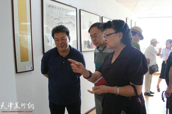 刘正、李新禹、李庆林在画展现场