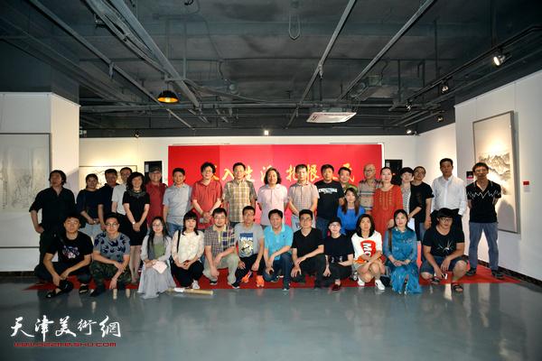 天津画院画家与青创中心青年国画家在青创美术馆