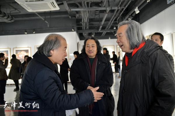 天津美协主席王书平,天津美院教授霍春阳,天津画院院长贾广健在青创中心。