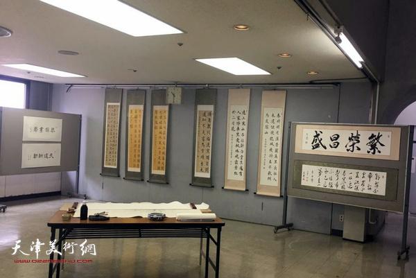 """""""王莹书法世界巡展""""日本站展出的作品。"""