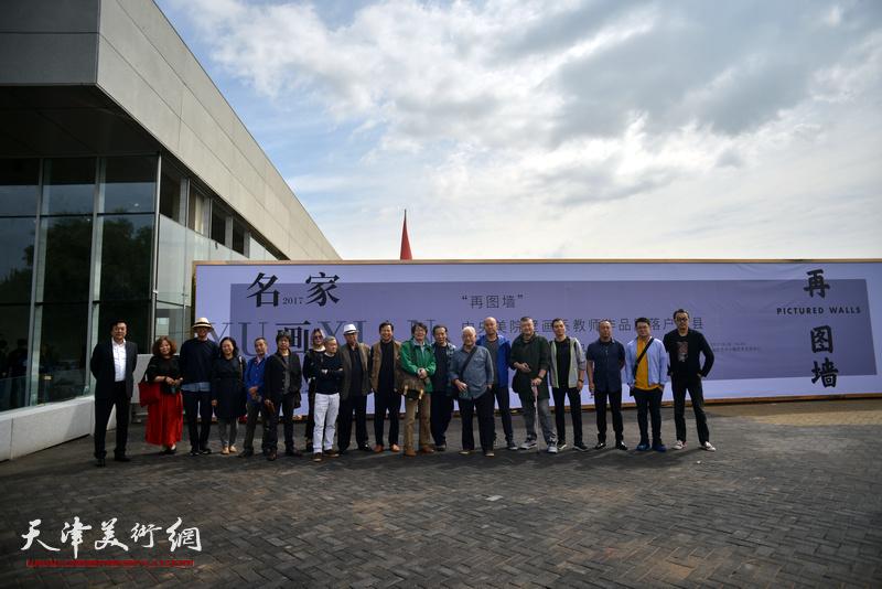 北京、天津两地艺术家在蔚县国际艺术小镇美术馆。