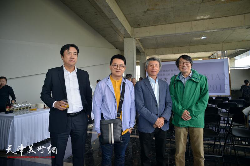 左起:李云飞、伯骧、范迪安、张胜在蔚县国际艺术小镇美术馆。