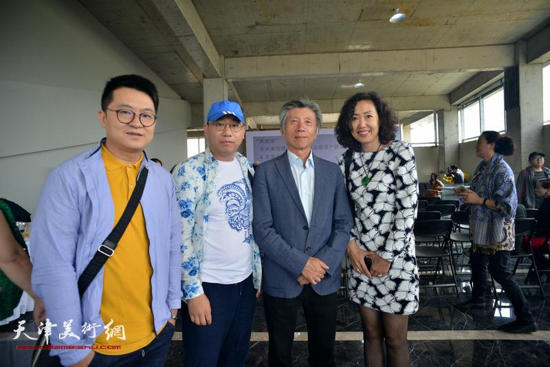左起:伯骧、一聪、范迪安、张超在蔚县国际艺术小镇美术馆。
