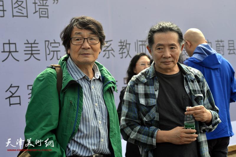 张胜与刘溢在蔚县国际艺术小镇美术馆。