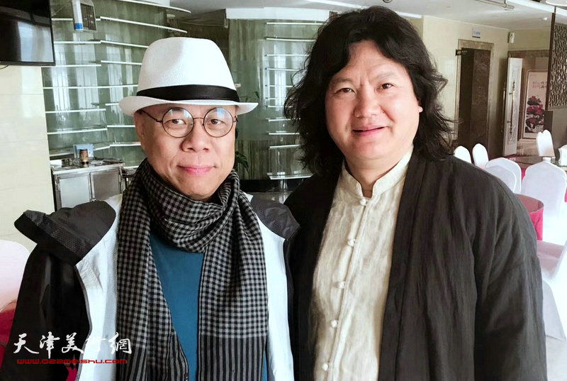 曹敬钢与王玉琦在蔚县国际艺术小镇美术馆。