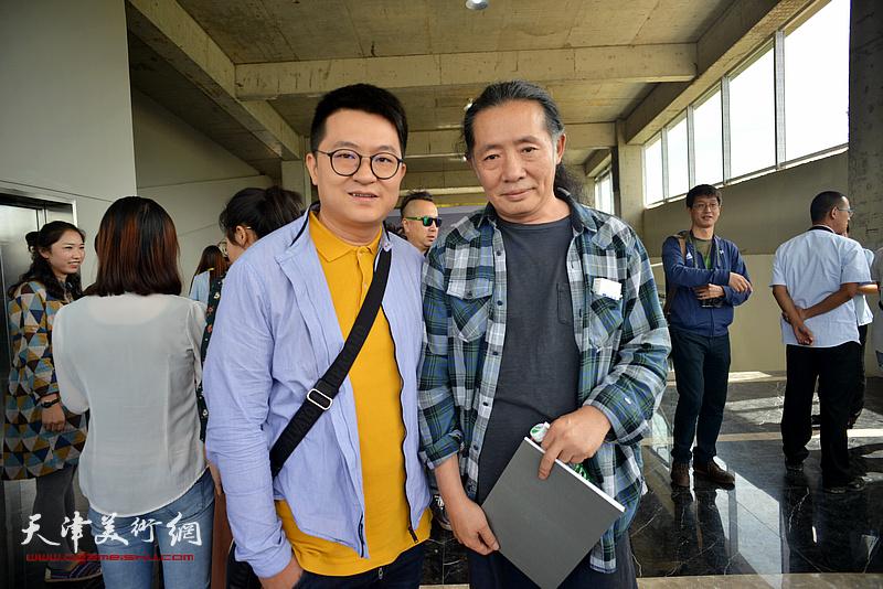 伯骧与刘溢在蔚县国际艺术小镇美术馆。