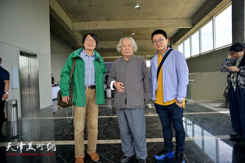 左起:张胜、李化吉、伯骧在蔚县国际艺术小镇