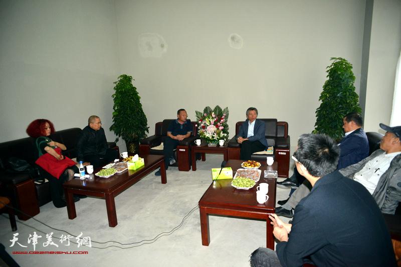 范迪安院长与刘书锋书记在座谈会进行了深度交流