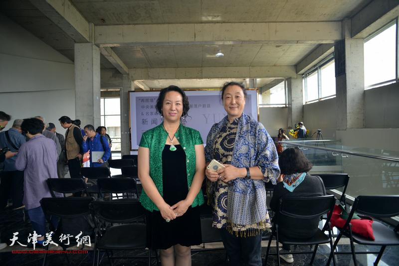中央美院的教师在蔚县国际艺术小镇美术馆。