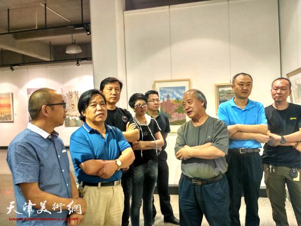 王书平主席 、李耀春秘书长、张福有主任现场与艺术家们交流创作感想,阚传好、柴博森、顾素文、何成、任国华在现场
