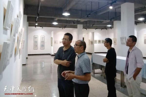 李毅峰观看城市画派绘津城主题美展 提出殷切希望