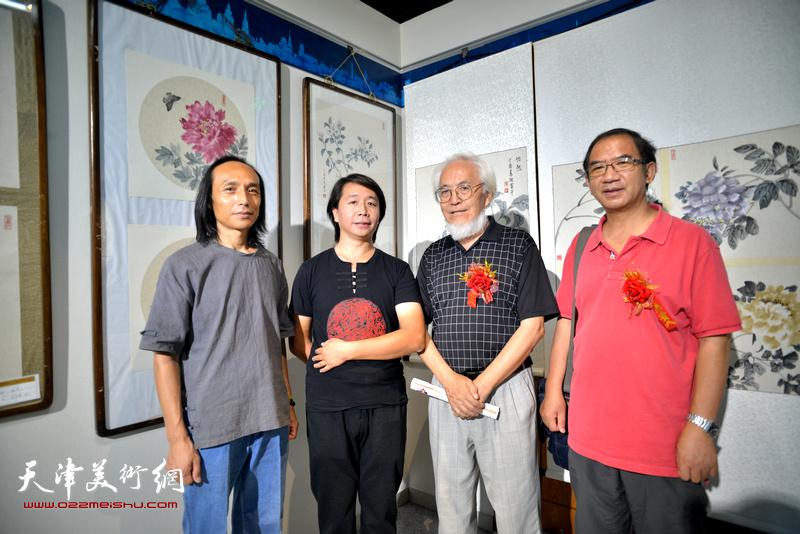 左起:万志新、范宁、李庆增、顿子斌在书画展现场。