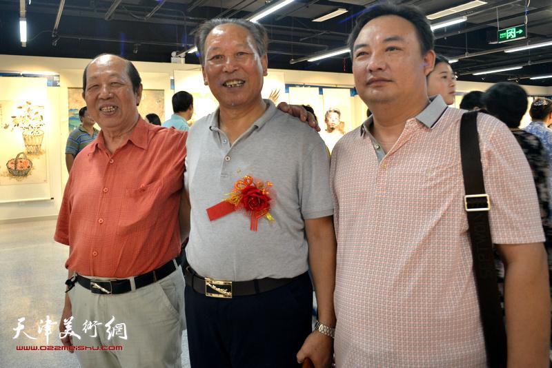 刘传光、韩祖音在书画展现场。