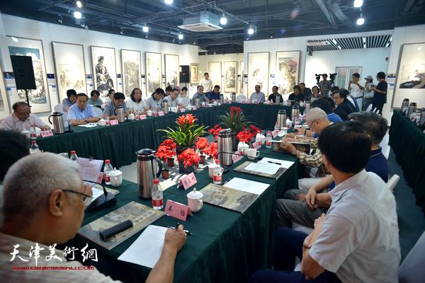 """沽水流芳——""""画说天津""""重大历史题材美术创作工程座谈会9月12日在天津画院青创中心举行。"""