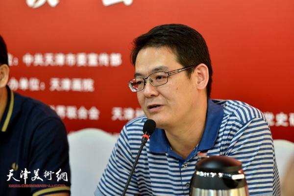 """杨君毅在""""画说天津""""重大历史题材美术创作工程座谈会上。"""