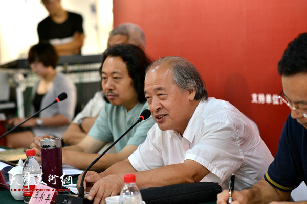 """王书平在""""画说天津""""重大历史题材美术创作工程座谈会上。"""