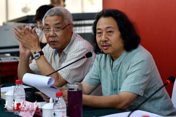"""姜陆、贾广健在""""画说天津""""重大历史题材美术创作工程座谈会上。"""