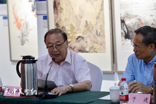 """罗澍伟、于建在""""画说天津""""重大历史题材美术创作工程座谈会上。"""