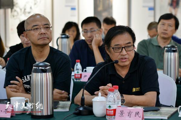 """景玉民、于小冬在""""画说天津""""重大历史题材美术创作工程座谈会上。"""