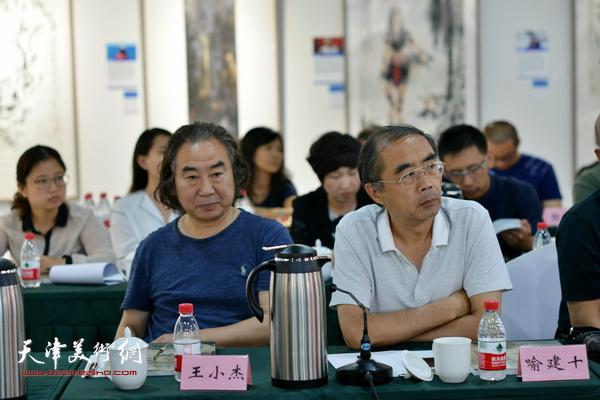 """王小杰、喻建十在""""画说天津""""重大历史题材美术创作工程座谈会上。"""