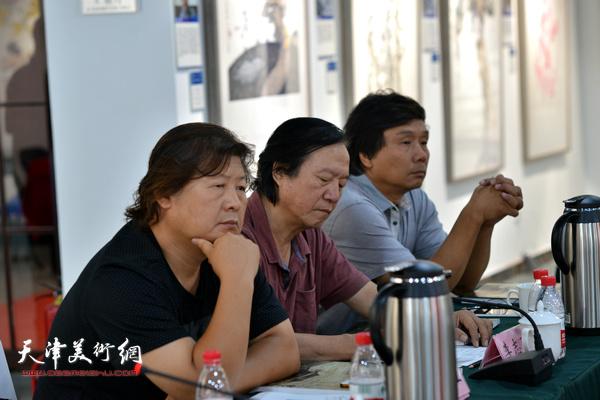 """李志强、姜中立、王琨在""""画说天津""""重大历史题材美术创作工程座谈会上。"""