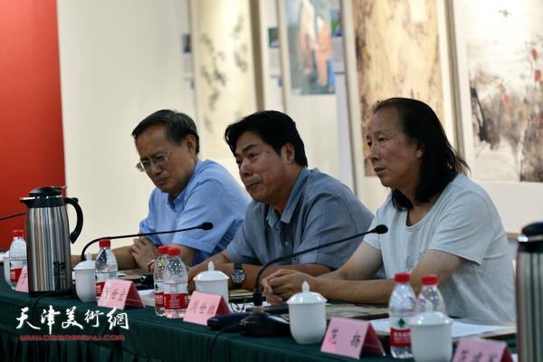 """于世宏、周世麟在""""画说天津""""重大历史题材美术创作工程座谈会上。"""