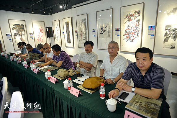 """王卫平、陈嵘、张运河、王爱宗、高博、颜萌在""""画说天津""""重大历史题材美术创作工程座谈会上。"""
