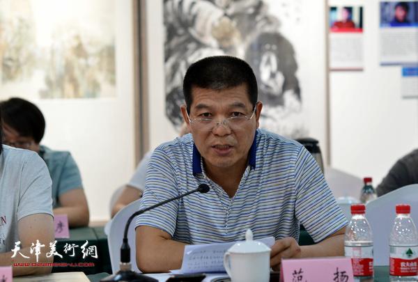 """范扬在""""画说天津""""重大历史题材美术创作工程座谈会上。"""