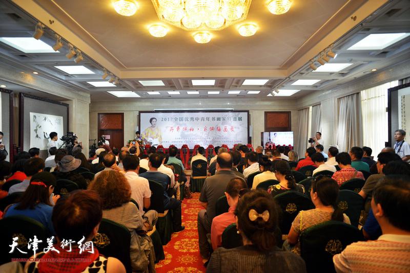 """""""丹青映和---肖映梅画展""""9月9日在民族文化宫隆重举行。"""