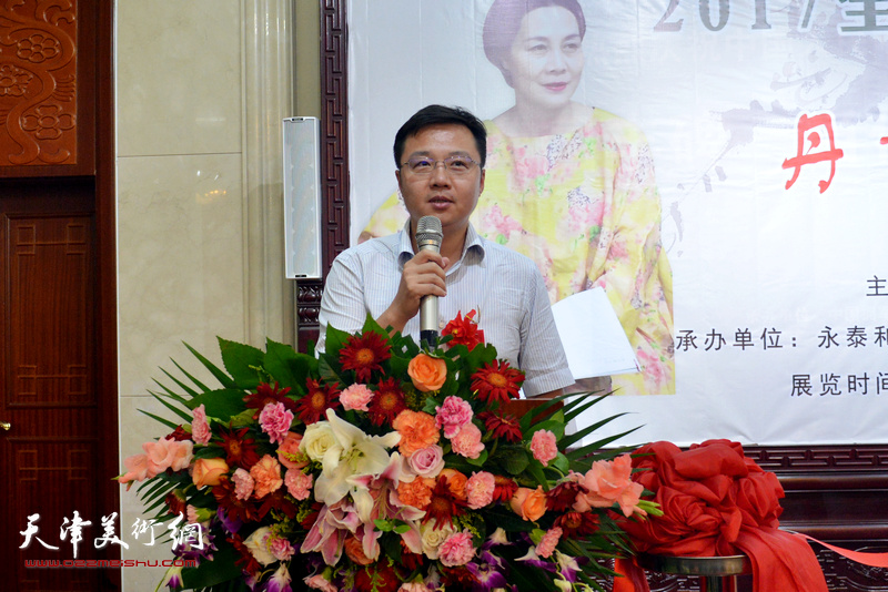 肖映梅老师家乡代表绵阳市梓潼县县长贺旺致辞。
