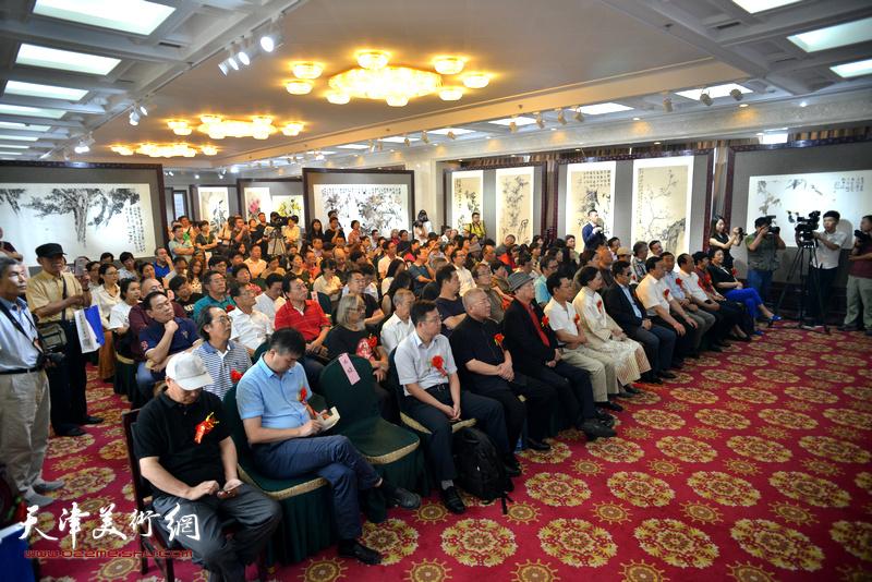 """""""丹青映和---肖映梅画展""""9月9日在民族文化宫隆重举行。图为开幕仪式现场。"""