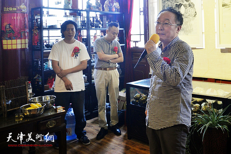 《中国书画报》社社长、天津美协人物画专委会常务副主任何东致辞