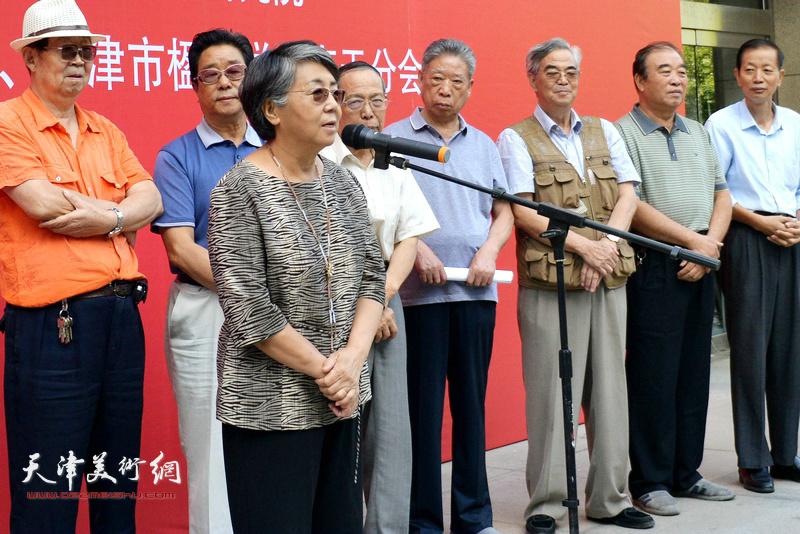 天津市人大常委会原副主任、市楹联学会荣誉会长李润兰