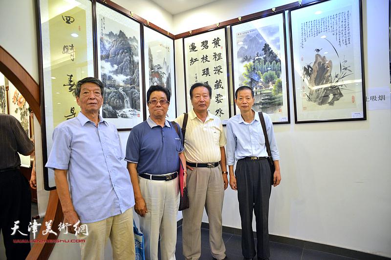 左起:徐焕楼、曲学真、刘家城、赵同相在画展现场。
